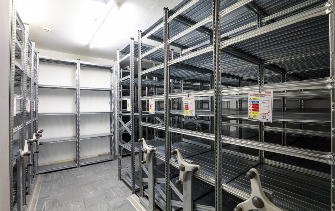 retail space in Nottingham with ample storage